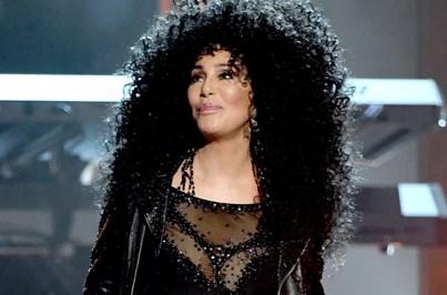"Cher junta-se a Meryl Streep em ""Mamma Mia 2"""