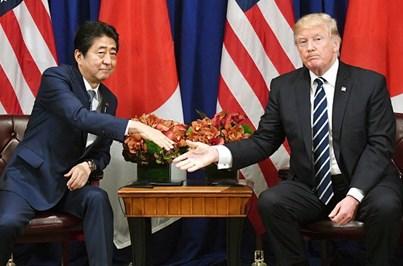 Shinzo Abe e Donald Trump decidem elevar a pressão sobre Pyongyang