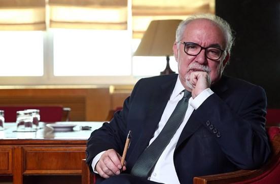 Ministro Vieira da Silva diz-se de consciência tranquila sobre o caso Raríssimas
