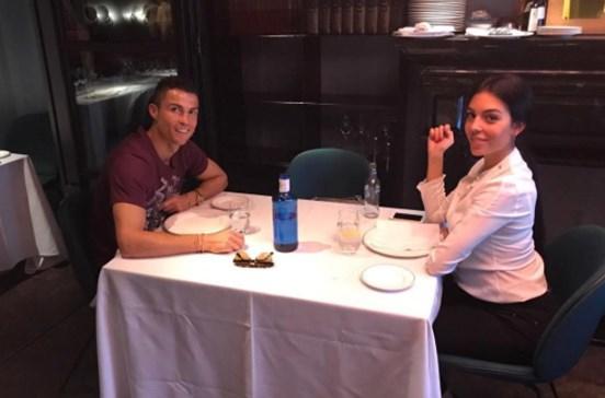Ronaldo leva namorada ao 'melhor restaurante' de Madrid