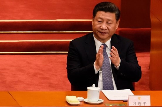 Jogo no telemóvel para aplaudir discurso do Presidente chinês