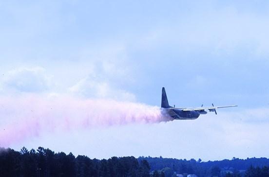 Quando os C-130H levantavam voo mas para apagar fogos