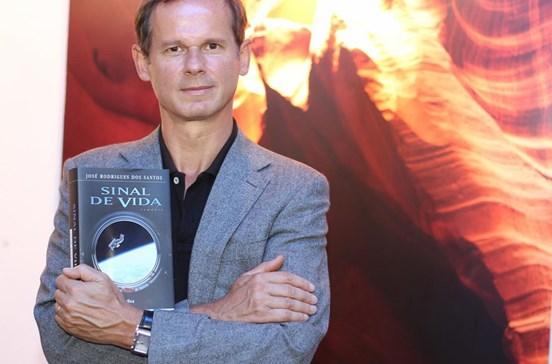 """""""A vida é comum no universo"""", diz José Rodrigues dos Santos"""