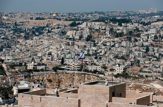 Cinquenta e um palestinianos detidos pela polícia israelita em Jerusalém Oriental