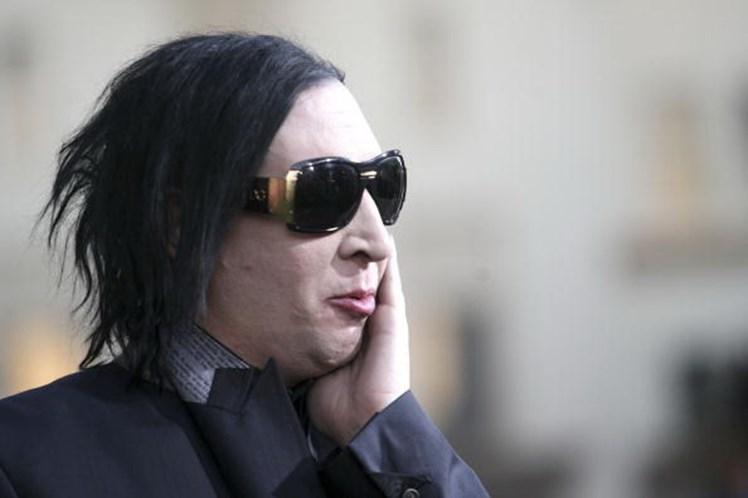 Marilyn Manson ferido por 'arma' durante atuação