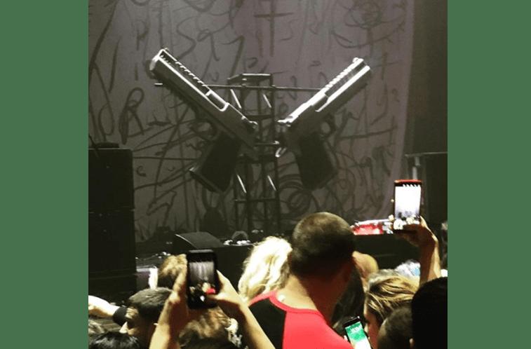 Roqueiro Marilyn Manson é ferido durante show
