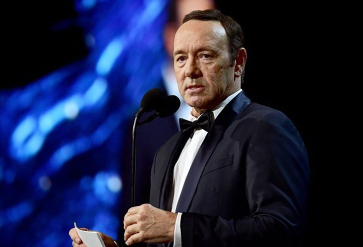 Acusado de assédio sexual, Kevin Spacey revela ser gay e causa polêmica