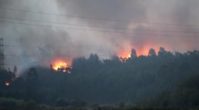 Leitor capta imagens de incêndio em prédio no Lumiar