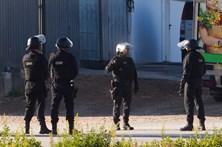 As imagens do cerco policial ao barricado em supermercado