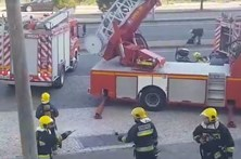 Prédio arde no centro de Coimbra
