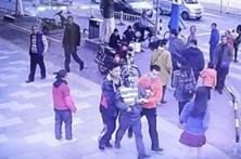 Vai a centro comercial e encontra filho raptado há nove meses