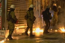 Estudantes atacam polícia na Grécia