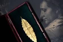 Folha de coroa usada por Napoleão vendida por meio milhão
