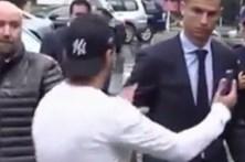 Fã de Ronaldo barrado por seguranças ao tentar tirar selfie