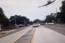 Avioneta aterra de emergência em autoestrada na Flórida