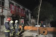 Polícia de Pequim detém 18 pessoas após incêndio em prédio que causou 19 mortos
