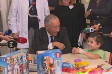 Marcelo Rebelo de Sousa visita crianças internadas no Hospital Dona Estefânia
