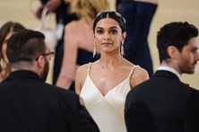 Político dá 1,3 milhões de euros para decapitar atriz indiana