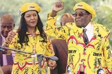 Mugabe demite-se após 37 anos no poder no Zimbabué