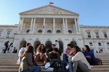 Aprovada reposição do pagamento das horas extra na função pública