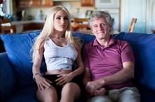 Faz sexo com boneca quatro vezes por semana e mulher não se importa
