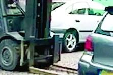Mudam carro com uma empilhadora