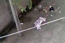Mãe dá à luz em segredo e atira bebé pela janela
