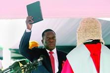 Sucessor de Mugabe promete democracia