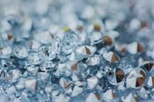 Detido homem com mais de 11 mil diamantes em aeroporto no México