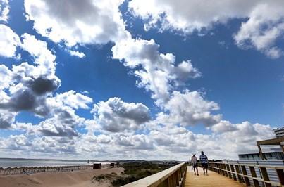 Areia dragada da ria reforça praia de Alvor
