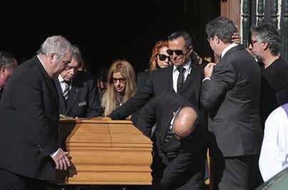 Jorge Mendes emocionado no último adeus ao pai