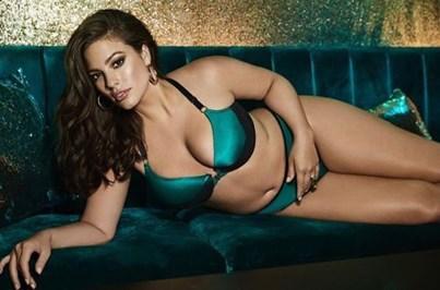 Modelo 'plus size' critica desfile da Victoria's Secret
