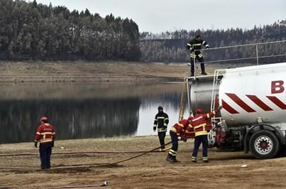Exército transporta água para Fagilde