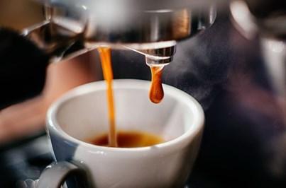 Beber três a quatro cafés por dia faz bem à saúde
