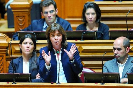 """Catarina Martins diz que Portugal """"não precisa de pancadinhas nas costas"""" das agências de 'rating'"""