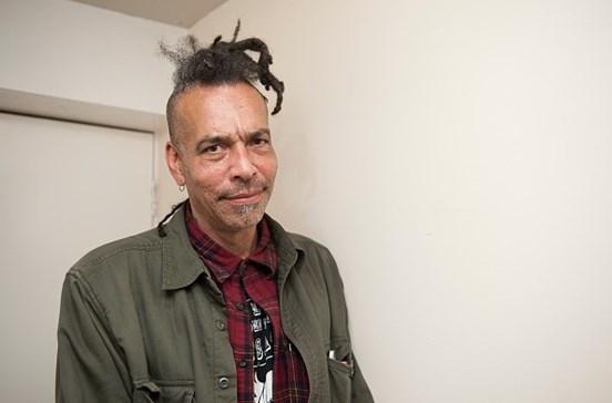 Chuck Mosley, ex-vocalista dos Faith No More, morre aos 57 anos