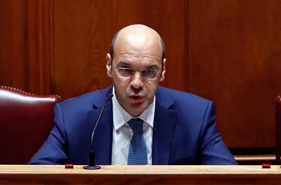 Governo admite rever portagens e criar incentivos fiscais para o Interior