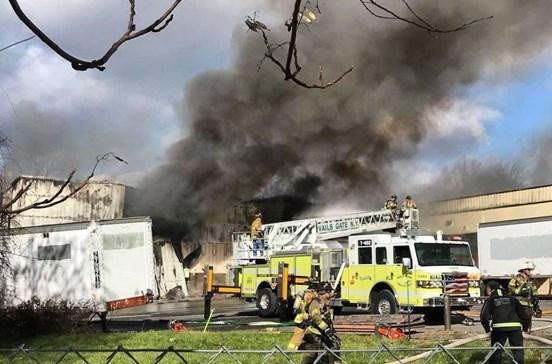 Explosões e incêndio em fábrica faz 35 feridos perto de Nova Iorque