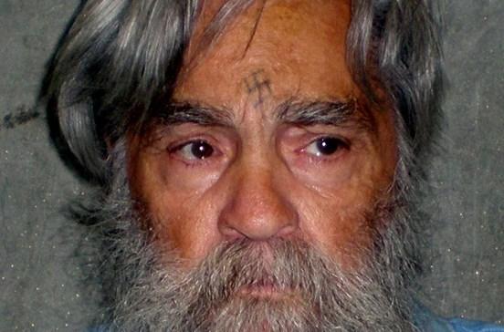 Morreu Charles Manson, o psicopata que fascinou a América