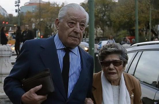 Pai de João Ricardo abandona velório do filho após discussão