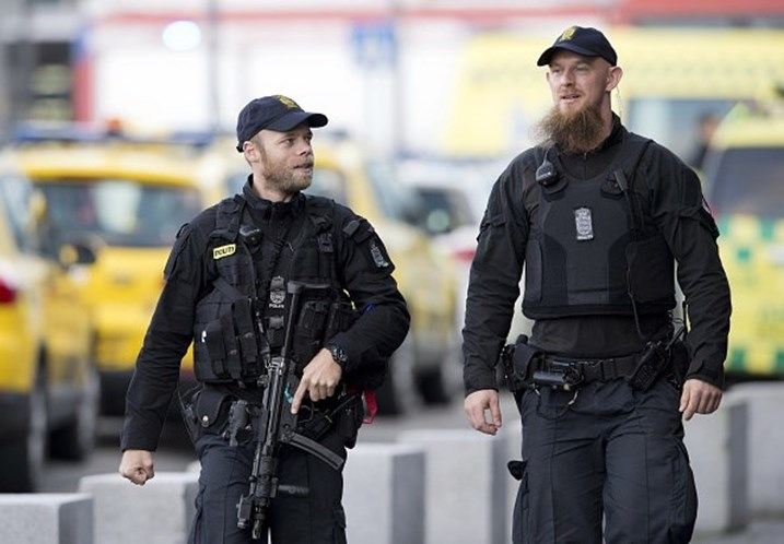 Polícia de Copenhaga investiga avião no aeroporto após ameaças