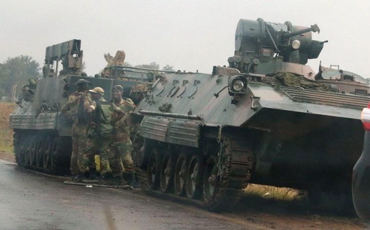 No poder desde 1980, Robert Mugabe recebe ultimato para renunciar