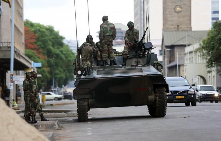 Explosões na capital do Zimbabué. Soldados invadem emissora estatal