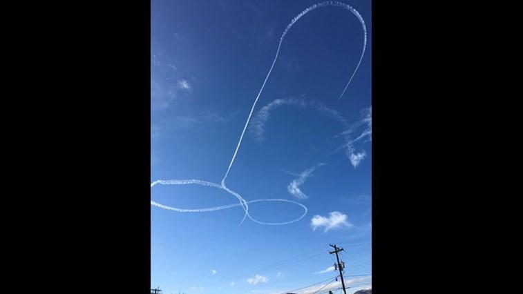 Marinha suspende piloto que desenhou pênis em manobra aérea
