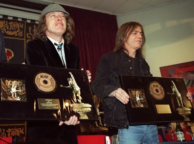 Aos 64 anos, morre Malcolm Young, do AC/DC — Luto