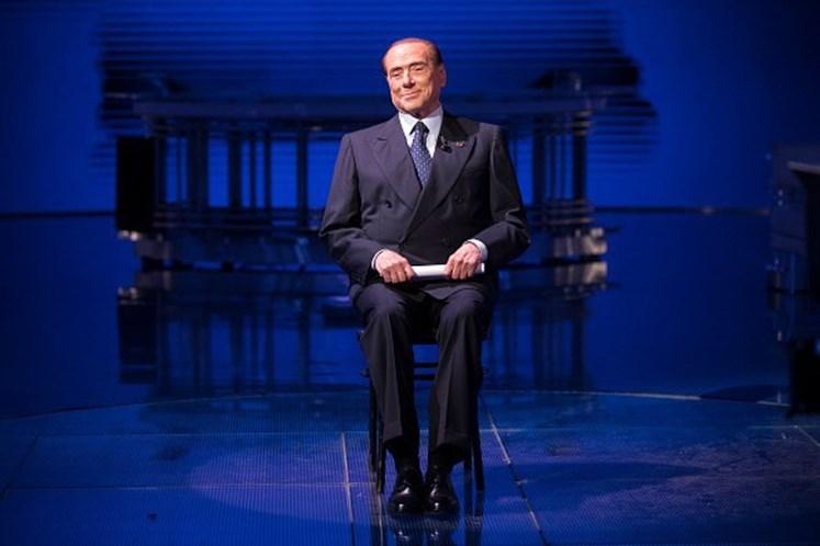 Tajani aceita chefiar governo de Itália se Berlusconi vencer eleições