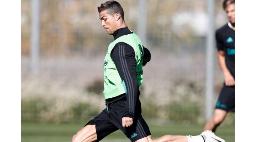 Cristiano Ronaldo e Sérgio Ramos de costas voltadas
