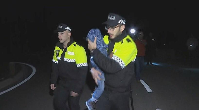 Criança de dois anos desaparecida em Sintra encontrada no mato