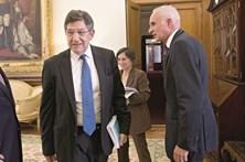 """""""Ministro das Finanças deve 3 milhões à ERC"""", diz Carlos Magno"""