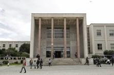 Alunos em protesto decidem fechar faculdade de direito